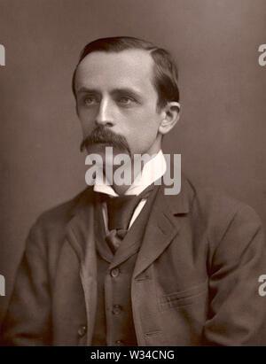 JAMES BARRIE (1860-1937), novelista y dramaturgo escocés en 1892. Creador de Peter Pan. Imagen De Stock