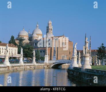Veneto Padua Santa Giustina en Prato della Valle Imagen De Stock