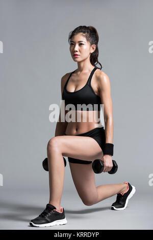 Los jóvenes ejercen la atleta femenina Imagen De Stock