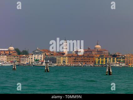 Venitian antiguos edificios sobre el Canal de Panamá, la región del Veneto, Venecia, Italia Imagen De Stock