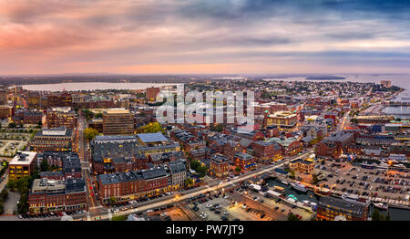 Panorama aéreo de Portland, Maine al atardecer Imagen De Stock