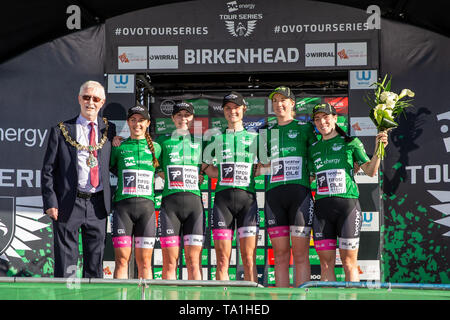 Birkenhead, Merseyside, Reino Unido. 21 de mayo, 2019. OVO Energy Tour Series Cycling; El equipo ganador Brother RU - powered by Tifosi OnForm Crédito: Además de los deportes de acción/Alamy Live News Imagen De Stock