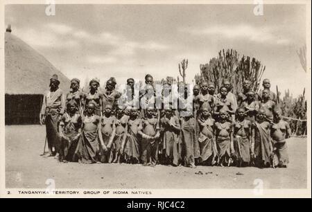 Tanganica (Tanzania) - África oriental - Grupo de Ikoma personas - un grupo étnico y lingüístico basado en la Región de Mara, en el norte de Tanzania. Imagen De Stock