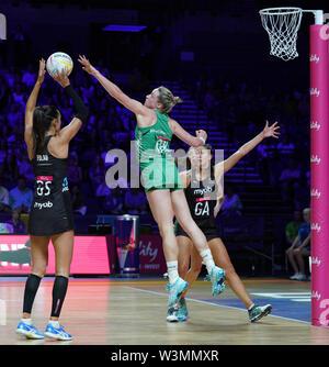 Gemma Lawlor (IRL) en acción durante la vitalidad Netball World Cup 2019 a M&S Bank Arena, Liverpool, Reino Unido.Nueva Zelandia beat Irlanda: 77-28 Imagen De Stock