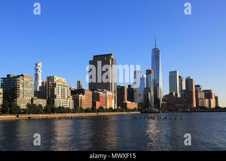 El One World Trade Center, el distrito financiero, Lower Manhattan, el Río Hudson, en Nueva York, Estados Unidos de América, América del Norte Imagen De Stock