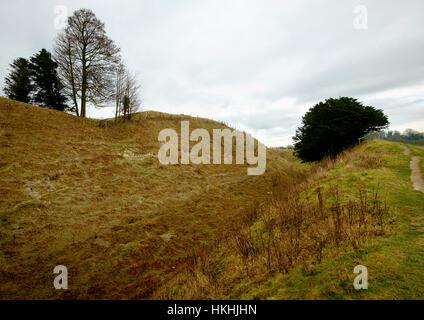 La explanación de la edad de hierro que rodea la fortaleza de Old Sarum, Salisbury Imagen De Stock