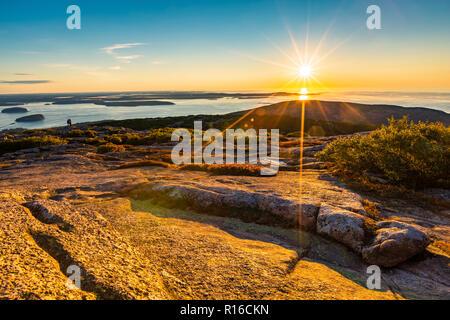Amanecer en el Parque Nacional de Acadia observada desde la cima de la montaña de Cadillac. Imagen De Stock
