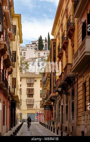 La Calle Azacayas en el centro norte de la ciudad de Granada Imagen De Stock