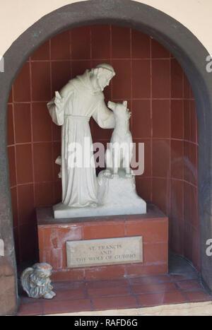 San Francisco con un lobo estatua en Santa Ynes Misión, Santa Ynez, CA. Fotografía Digital. Imagen De Stock