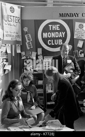 Conferencia del partido conservador de 1973 Lunes Club stand ha; conferencias; jardines de invierno Blackpool Lancashire 1970 UK HOMER SYKES Imagen De Stock