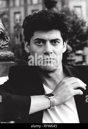 Retrato del actor francés Georges Corraface en 1992. Imagen De Stock