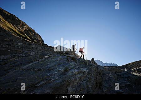 Excursionista amigos en Mont Cervin, Cervino, Valais, Suiza Imagen De Stock