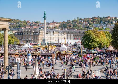 STUTTGART, Alemania - 30 de septiembre de 2018: Apertura de la Stuttgart Cannstadter Wasen festival en el castillo. Imagen De Stock