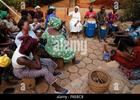 Coro católico ensayando, Bohicon, Zou, Benin, África occidental, África Imagen De Stock
