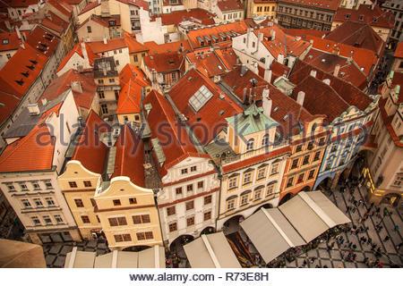 Vista desde la torre del reloj astronómico, la Plaza de la Ciudad Vieja de Praga, República Checa Imagen De Stock