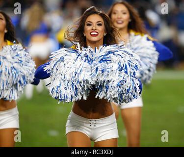 Enero 12, 2019 Los Angeles Rams cheerleaders en acción durante la Ronda Divisional NFC juego del playoff entre el juego entre los carneros de Los Angeles y Dallas Cowboys en el Coliseo de Los Ángeles en Los Ángeles, California. Charles Baus/CSM. Imagen De Stock