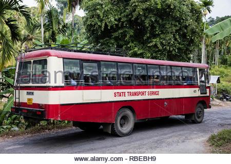 Autobús de transporte público. Jalakara Villa Hotel, Islas Andamán y Nicoar, India. Arquitecto: Ajith Andagere, 2016. Imagen De Stock