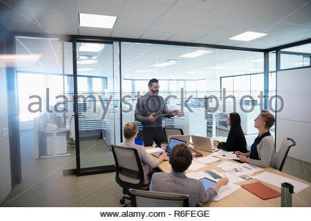 El empresario principal reunión de sala de conferencia Imagen De Stock