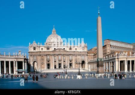 El estado de la ciudad del Vaticano, la basílica de San Pedro y la plaza Imagen De Stock