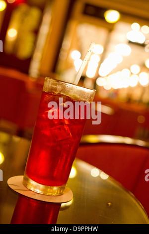 Colorido trago sobre la mesa en el restaurante Imagen De Stock