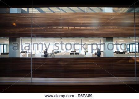 La gente de negocios en la oficina moderna Imagen De Stock