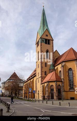 En los viejos Leonhardskirche calles del barrio de Stuttgart Leonhardsviertel Imagen De Stock