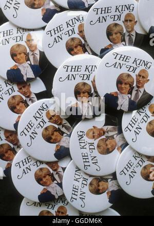 El príncipe Carlos y Diana Royal Wedding recuerdo el botón pin badge el rey un Di el Príncipe Charles Imagen De Stock