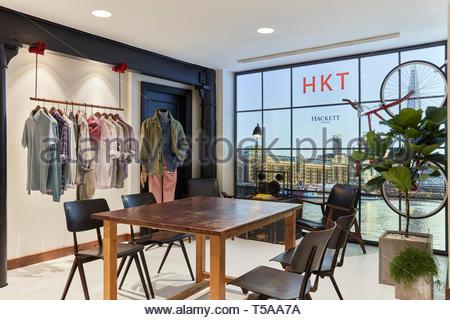 Tabla en showroom. HKT Showroom, Londres, Reino Unido. Arquitecto: N/A, 2019. Imagen De Stock