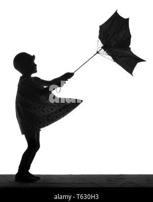 Anónimo 1920 Silueta de niña con paraguas convertido INSIDE OUT EN EL VIENTO - s1689 HAR001 HARS ESBOZO TRISTEZA SILUETEADO emoción convirtiendo poco chica elegante CONCEPTUAL VENTOSO CLOCHE HAT ANONYMOUS MAL TIEMPO BORRASCOSO INSIDE OUT MENORES HAR EN BLANCO Y NEGRO001 ANTICUADO Imagen De Stock