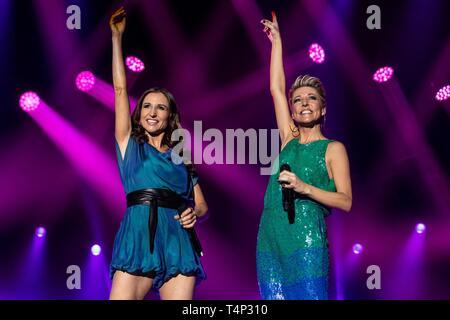 El alemán Schlager Duo Anita y Alexandra Hofmann viven en la 19ª Noche Schlager en Lucerna, Suiza Imagen De Stock