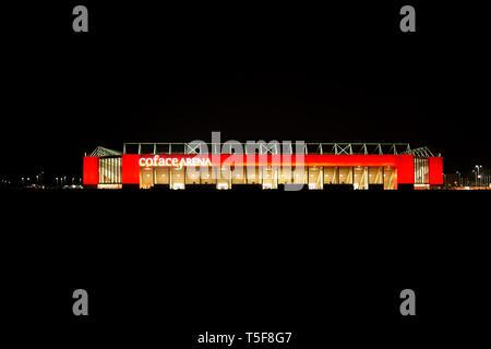 La fachada del Co cara Arena desde el club de fútbol 1. FC Mainz en la noche después de un juego el 09 de marzo de 2014 en la ciudad de Maguncia. Imagen De Stock
