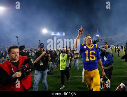 Enero 12, 2019 Los Angeles Rams quarterback Jared Goff #16 celebra tras la Ronda Divisional NFC juego del playoff entre el juego entre los carneros de Los Angeles y Dallas Cowboys en el Coliseo de Los Ángeles en Los Ángeles, California. Charles Baus/CSM. Imagen De Stock