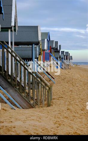 Cabañas de playa, pozos junto al mar, en el norte de Norfolk, Inglaterra Imagen De Stock