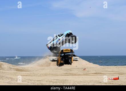 Mayo 18, 2019 - PUNGO OFFROAD MONSTRUOS EN LA PLAYA traer los grandes camiones a la arena en Virginia Beach, Virginia el 18 de mayo de 2019...Foto © Jeff Moore (Crédito de la Imagen: © Jeff Moore/ZUMA Wire) Imagen De Stock