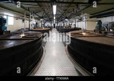 Tun Habitación en Lagavulin Distillery en la isla de Islay en Inner Hebrides de Escocia, Reino Unido Imagen De Stock