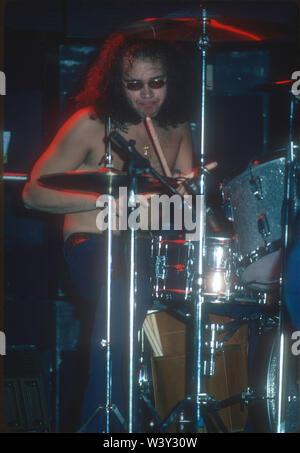 LONG BEACH, CA - 20 de noviembre: El baterista Ian Paice de Deep Purple en conciertos en Long Beach Arena el 20 de noviembre de 1974 en Long Beach, California. Imagen De Stock