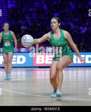 Emma Magee (IRL) en acción durante la vitalidad Netball World Cup 2019 a M&S Bank Arena, Liverpool, Reino Unido.Nueva Zelandia beat Irlanda: 77-28 Imagen De Stock