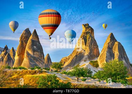 Los globos de aire caliente, Goreme, Capadocia, Turquía Imagen De Stock