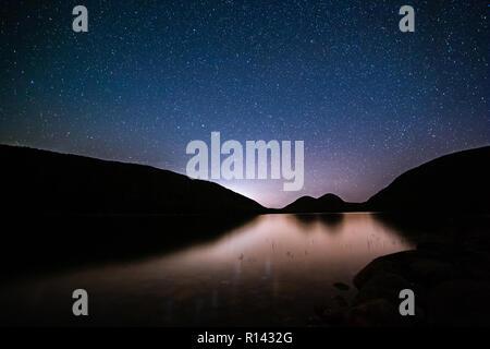 Jordania estanque bajo un cielo estrellado de la noche Imagen De Stock