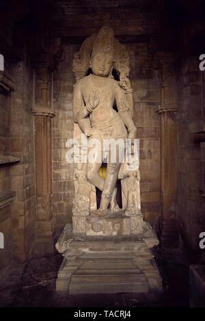 SSK - 946 El ídolo del dios hindú Vishnu el Señor en el templo llamado como Chaturbhuja Khajuraho, Madhya Pradesh, India Asia el 16 de diciembre de 2014 Imagen De Stock