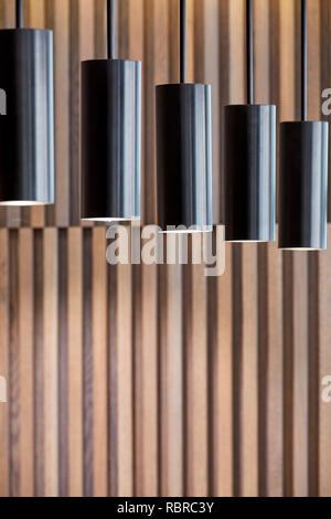 Lámparas colgantes en el área de la recepción. 8 Bloomsbury, Londres, Reino Unido. Arquitecto: Buckley gris Yeoman, 2017. Imagen De Stock
