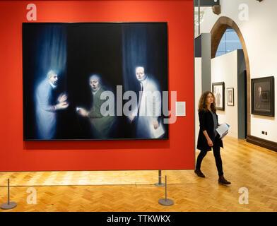 Pintar tres oncólogos por Ken Currie de la Scottish National Portrait Gallery en Edimburgo, Escocia, Reino Unido Imagen De Stock
