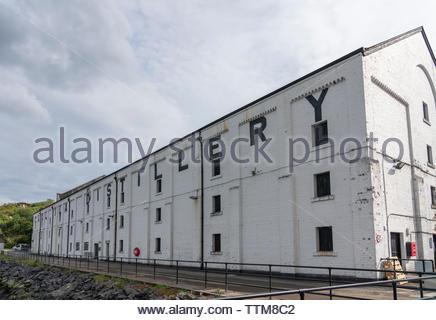 Vista de Caol Ila Distillery en la isla de Islay en Inner Hebrides de Escocia, Reino Unido Imagen De Stock