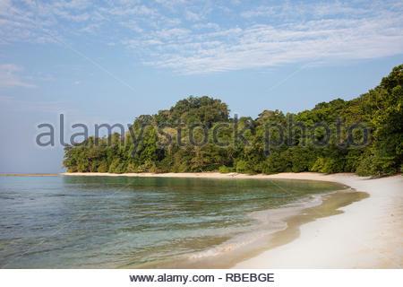 Escenario de la playa. Jalakara Villa Hotel, Islas Andamán y Nicoar, India. Arquitecto: Ajith Andagere, 2016. Imagen De Stock