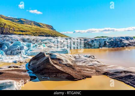 Svinafellsjoekull hielo glaciar a la deriva en el mar. Imagen De Stock