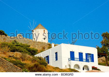 Un molino de viento en Mykonos, Grecia Imagen De Stock