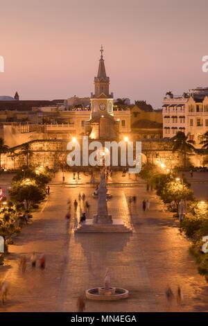 Plaza de la Paz y el casco antiguo de la ciudad al atardecer, Cartagena de Indias, Colombia Imagen De Stock