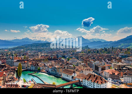 Vistas de Lucerna con puente Kapell. Imagen De Stock