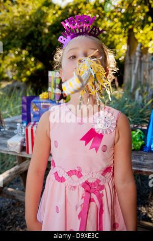 Muchacha con traje de fiesta de cumpleaños Imagen De Stock