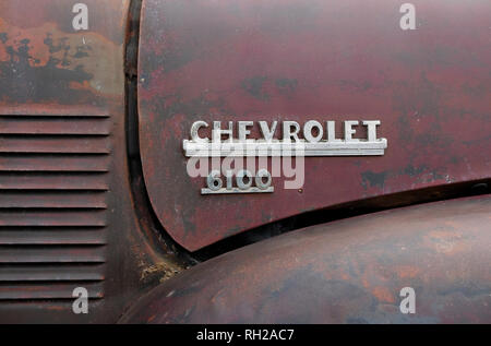 Insignia Chevrolet 6100 sobre el capó del camión viejas Imagen De Stock